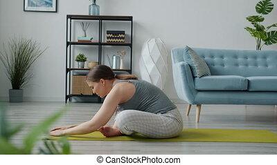berühren, aktive, genießen, entspannend, zukunft, matte, dehnen, joga, dann, bauch, mutter, koerper