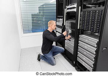 berater, ihm, arbeitende , datacenter