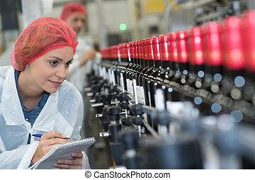berendezés, palack, nő, mellett, egyenes, termelés, fajta híres
