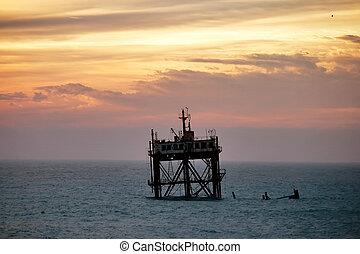 berendezések, olaj, öreg, elmerült, part felől