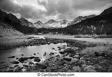 berg, dramatisch, landschaftsbild, schwarz, weißes