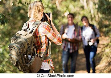 berg, frau, sie, nehmen, junger, fotos, friends