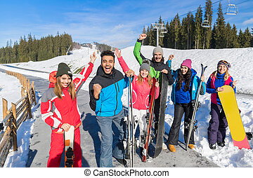 berg, groep, winter, mensen, ski, sneeuw, vrolijk, vakantiepark, snowboard, het glimlachen, vakantie, vrienden, vrolijke