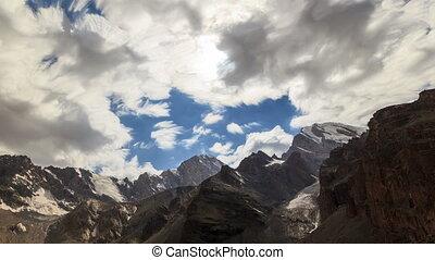 berg, hellingen, en, de, lake., timelapse., wolken, blurred., tajikistan