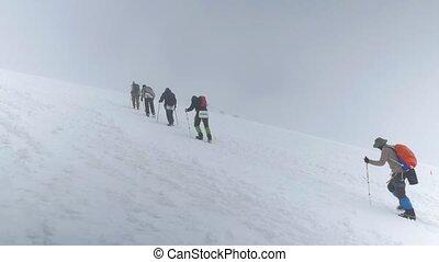 berg, kletterer, machen, ein, aufstieg, zu, gipfel, von,...