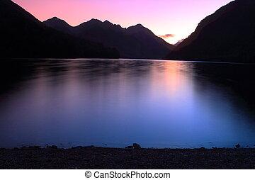 berg meer, op, schemering