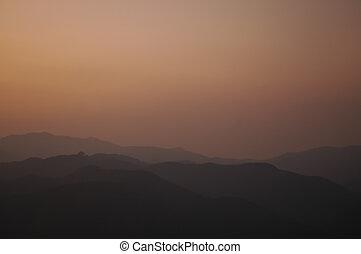 berg, ondergaande zon , piek, schemering