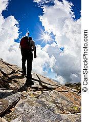 berg, op, wandelende, man