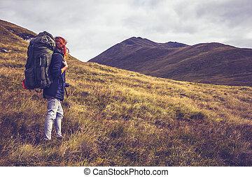 berg, over, vrouw, klimmen, schooltas