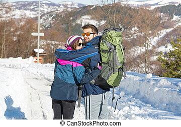 berg, paar, hikers, ontdekkingsreis, besneeuwd