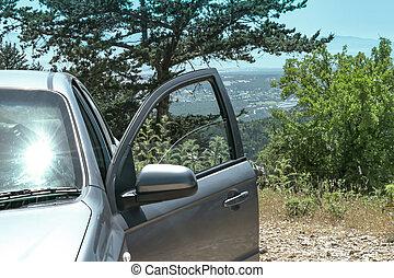 berg, tür, steht, auto, oberseite, hügel, rgeöffnete, oder, valley., ansicht