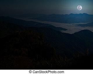berg, volle maan