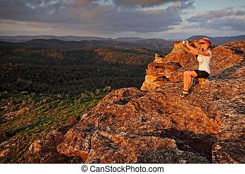berg, vrouw, boeiend, telefoon, selfie, landscape