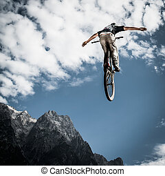 berg, zijn, springt, jonge, fietser, fiets, voorkant, handfree