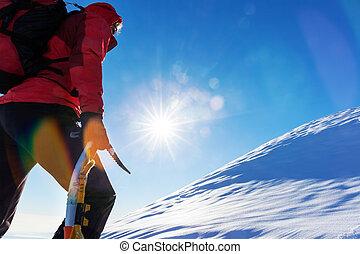bergbeklimmer, besneeuwd, bovenzijde, challenges., overwinnen, gezichten, peak., klimmen, concept: