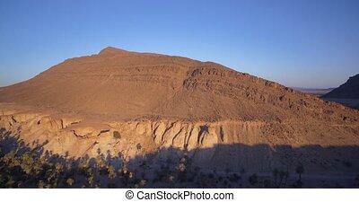 Berge, aus, fliegendes, Luftaufnahmen, marokko, Oase, Handfläche, entlang,  tissint