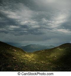 berge, aus, wolkenhimmel, sturm