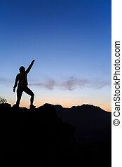 berge, frau, silhouette, erfolg, sonnenuntergang, hochklettern