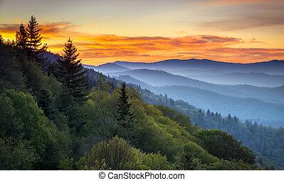 berge, groß, übersehen, cherokee, landschaftlich, rauchig, nc, park, gatlinburg, tn, sonnenaufgang, zwischen, oconaluftee, national, landschaftsbild