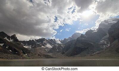 bergen, meren, en, clouds., modderig, meer, tazhikistan.,...