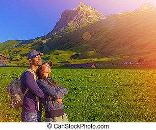 bergen, paar, het genieten van, ondergaande zon , hartelijk