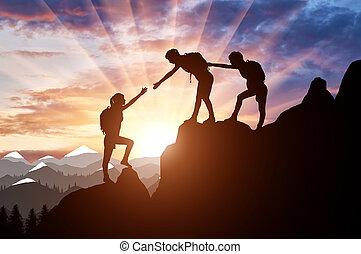bergen, silhouette, vrouwlijk, twee, portie, bergbeklimmers, obstakel, een ander, bergbeklimmer, overwinnen