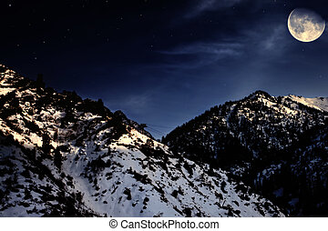 berglandschaft, winter, gelber mond