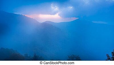 bergrücken, blaues, felsig, gesehen, spitzturm, nebel