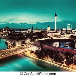 berlín, alemania, mayor, señales, por la noche
