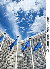 berlaymont, eu, devant, drapeaux, belgique, bruxelles, bâtiment