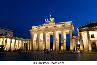 berlin brandenburg gate 1 - berlin brandenburg gate at night...