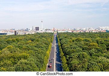 berlin view - view on berlin tiergarten and brandenburger...