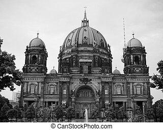 Berliner Dom in Berlin in black and white