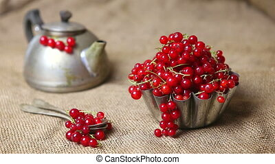 Berries in sackcloth - Red berries in a sack in a cupcake...