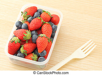 Berry mix lunch box