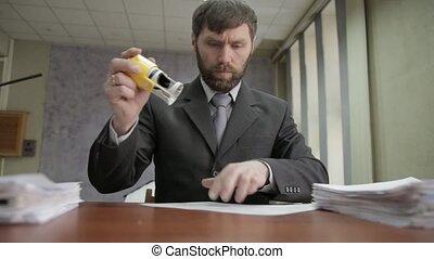 beschäftigtes büro, arbeiter, stempeln, ankommend,...