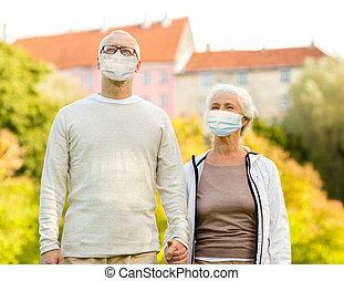 beschermend, buitenshuis, maskers, paar, senior, medisch