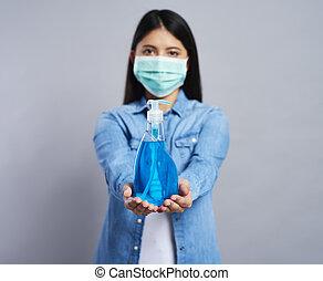 besitz, maske, frau, chirurgisch, reinigenden produkt