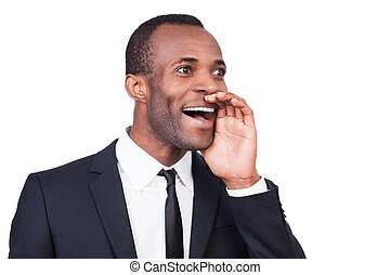besitz, verkünden, mund, schreien, guten, news., junger, hintergrund, freigestellt, mann, weißes, heiter, afrikanisch, stehende , formalwear, hand, während