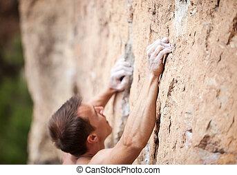 beskuren, synhåll, av, manlig, rock bergsbestigare, på, klippa