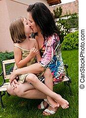 beso, -, madre y niño