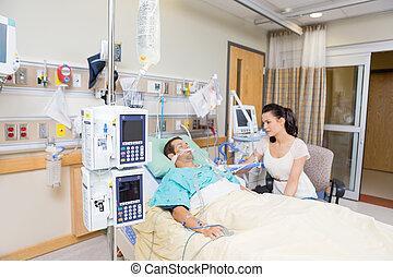 besorgt, woman, aussieht, an, kritisch, patient