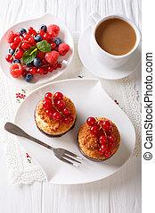 bessen, verticaal, bovenzijde, close-up, koffie, muffins, tafel., melk, cocosnoot, aanzicht