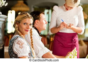 beställa, bayersk, tagande, servitris, restaurang