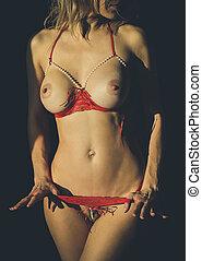 bestickande, kvinna, in, en, öppna, röd, behå, och, underbyxor, in, den, bilda, av, remsor, närbild