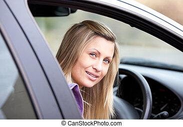 bestuurder, aantrekkelijk, haar, vrouwlijk, zittende , auto, jonge