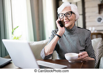 beszéd, senior woman, telefon