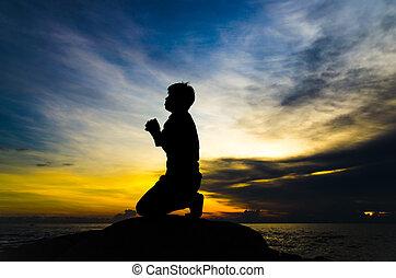beten, mann, auf, schöne , himmelsgewölbe, hintergrund