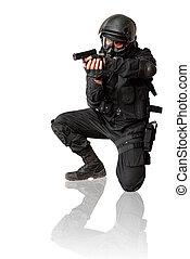 beväpnat, man, in, protactive, tunna, med, a, pistol., isolerat, på, white.
