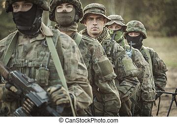 beväpnat, ung, maskerat, tjäna som soldat